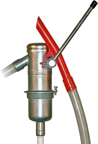 Handpumpe mit roter Auslauftülle