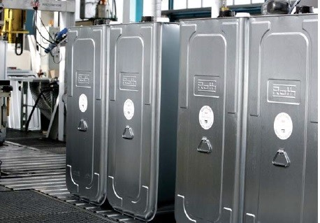 Reihenaufstellung: Heizöltank Roth dwt plus 3 1000 Liter, Batterietanks