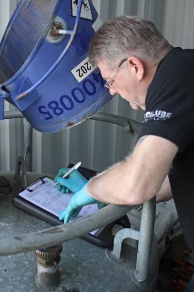 Wiederkehrende Inspektion an mobilen Tankanlagen bzw. Großpackmitteln (IBC)